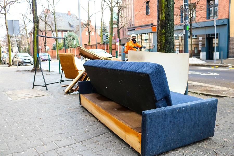 Eine alte Couch entsorgen – wie funktioniert das?